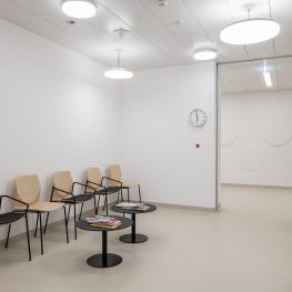 Warteraum im interdisziplinären Ambulatorium